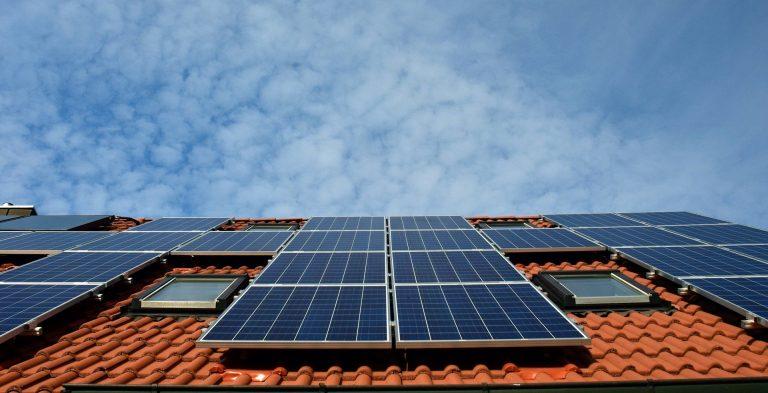 Entenda a diferença entre aquecimento solar e energia solar fotovoltaica